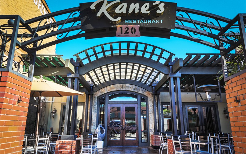 kanes-family-restaurant-entry-patio1